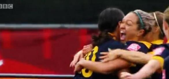 Australianas celebram golo frente ao Brasil