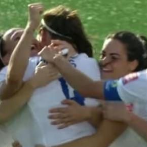 Jogadoras inglesas celebram golo da vitória