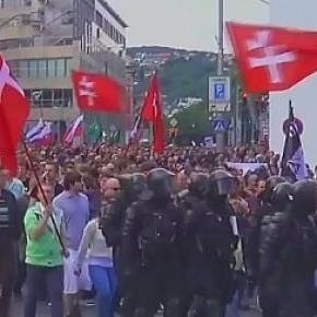 Aufmarsch der Rechten, von der Polizei bewacht