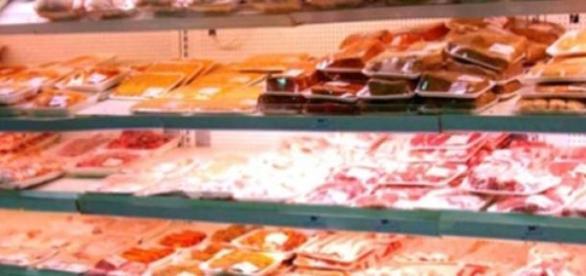 Carne veche de peste 40 de ani, confiscata