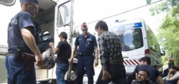 Imigranți reținuți la granița Ungariei