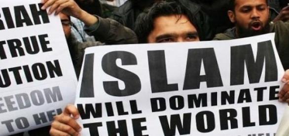Jihad wraz z emigrantami może przybyć do europy.