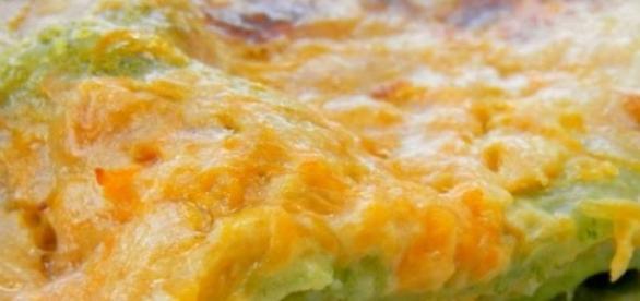 Lasagne verdi con zucca, funghi e formaggio.
