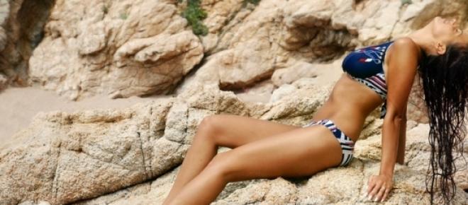 Ki ne szeretne gyönyörű napbarnított bőrt a nyaralás végére? A napsugarak azonban súlyos bőrkárosodást okozhatnak, ha nem tartunk be bizonyos napozási szabályokat. Kiemelten fontos a megfelelő fényvédelem!<br />