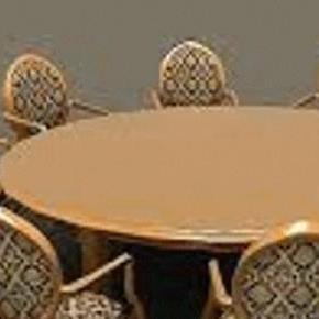 Az asztal készen áll, üljünk össze és beszéljünk.