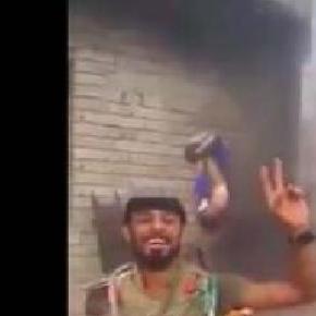 Un membru ISIS este ars de viu