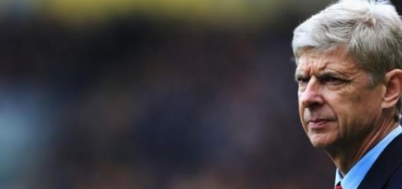 Wenger törheti a fejét. Mi kell a bajnoki címhez?