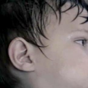Fragment kampanii dotyczącej ratowania dzieci