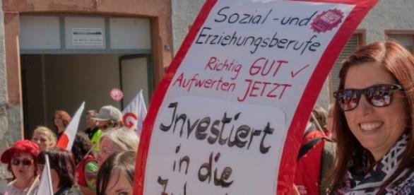 """Verdi Streik. """"Investiert in die Zukunft"""""""