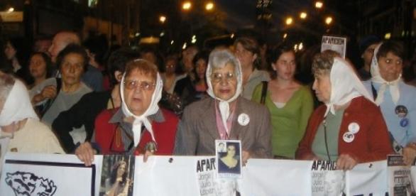 """Asociaţia """"Madres de Plaza de Mayo"""""""