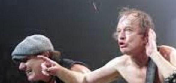 Brian Johnson et Angus Young mettent le feu !