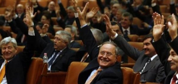 Parlamentarii au votat obstructionarea justitiei