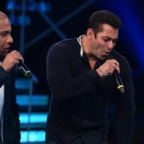 Salman Khan and Sonakshi Sinha on Indian Idol