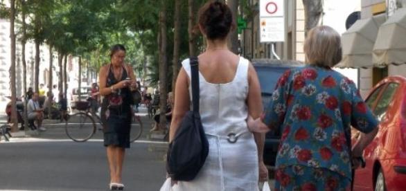 Badantele românce sunt umilite de bătrâni