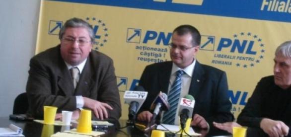 Cornel Noană (dreapta) - candidatul PNL