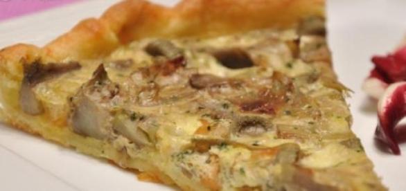 La torta di pasta sfoglia, carciofi e formaggi