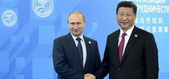 Presedintii Rusiei si Chinei