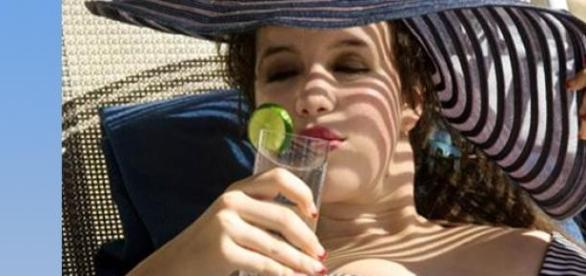 Woda z cytryną gagi pragnienie i ochładza