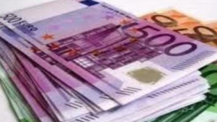 Italiani i più tassati d'Europa, paghiamo € 900 in più all'anno, ma Renzi promette regali