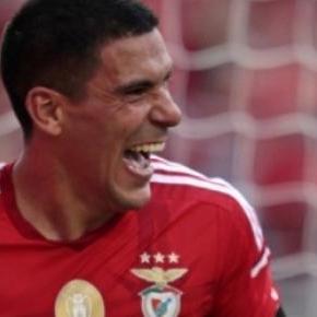 Maxi Pereira deixou o Benfica pelo rival.