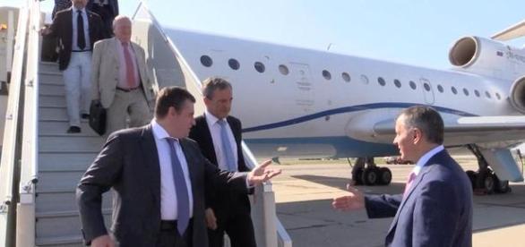 Die französische Delegation landete auf der Krim