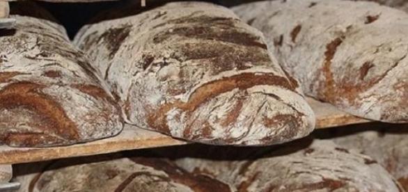 Chleb wypiekany tradycyjnymi metodami,na zakwasie