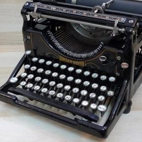 Egy régi írógép, melyet egyik híresség féltve őriz