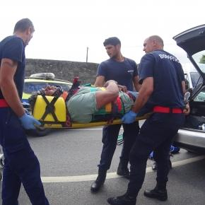 Vítima encarcerada extraída pela traseira do carro