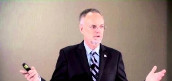 El Dr. William H. Andrews