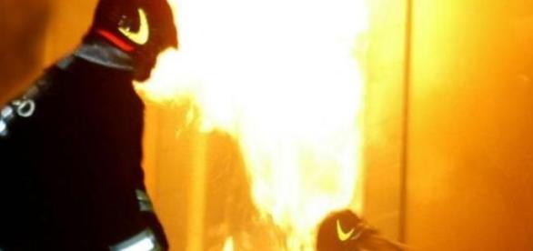 Pompierii au intervenit la stingerea incendiului