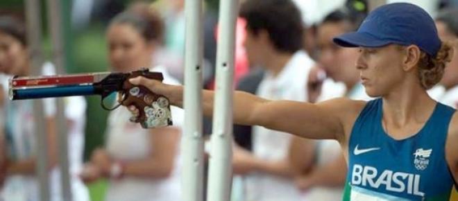 Yana Marques em prova de tiro.