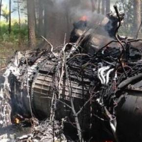 Szczątki myśliwca F-16 po zderzeniu z Cessną