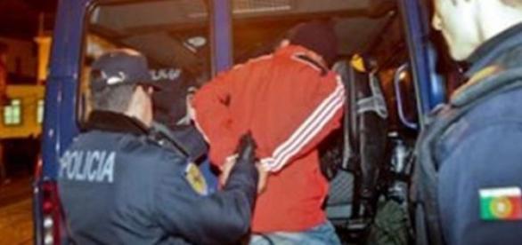 Casal detido é de nacionalidade romena.