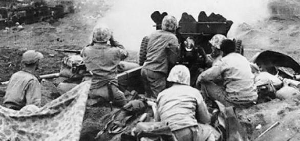 Militarii americani in lupta cu japonezii