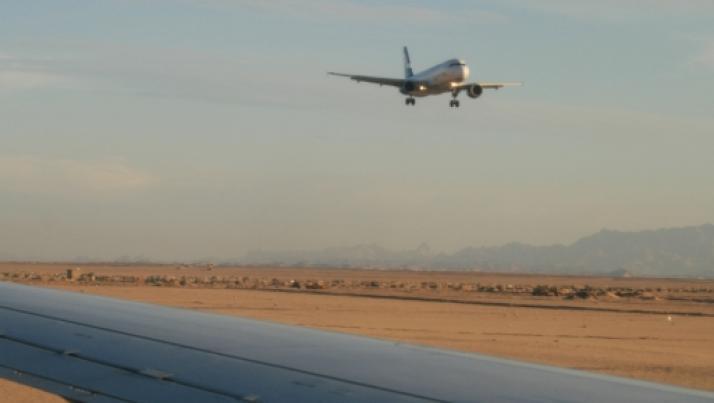 Hurghada, aereo privato con due italiani a bordo finisce fuori pista