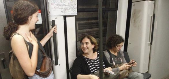 Ada Colau en el metropolitano barcelonés