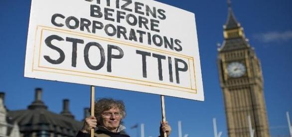 une manifestante anti-TTIP, UE-Etats Unis, Londres