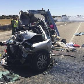 O carro ficou completamente destruído.