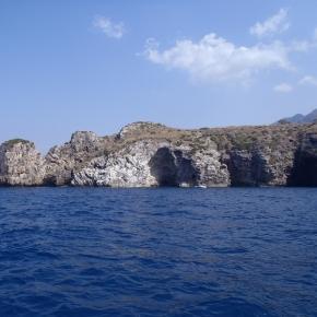 Pointe d'une des nombreuses îles, vu de la mer