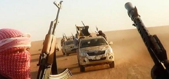 ISIS folosește în luptă militanții bolnavi de SIDA