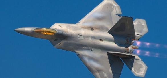 Avion de vânătoare-bombardament F-22 Raptor