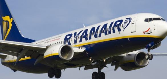 Aereo Privato Low Cost : Offerte di lavoro ryanair assume assistenti volo