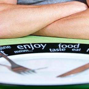 Az éhes férfi vonzóbbnak tartja a teltebb nőket