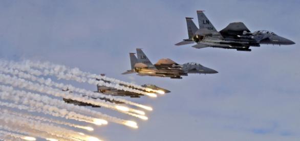 Avioane F-15 acordând suport aerian trupelor