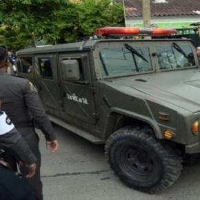 transport du suspect, dans un véhicule de l'armée