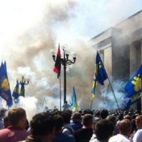 Explozie în fața Parlamentului de la Kiev