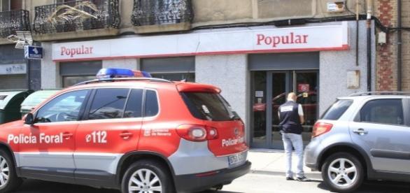 Atracan un banco a punta de pistola en villava pamplona for Oficinas banco popular pamplona