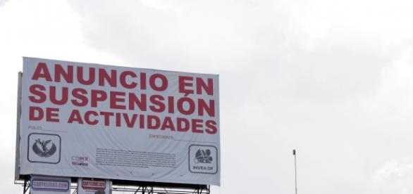Anuncio publicitario suspendido en la cd de México