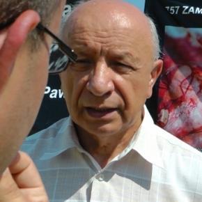 Profesor Bogdan Chazan pod pałacem prezydenckim