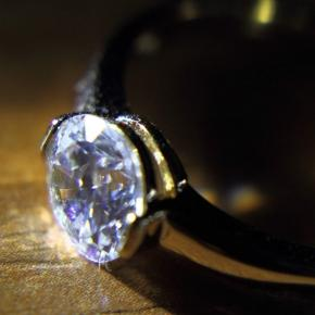 Diamant de 300.000 de dolari furat şi înghiţit